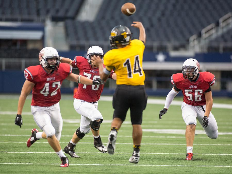 Eagles Defeat Denison on Last Second Hail Mary