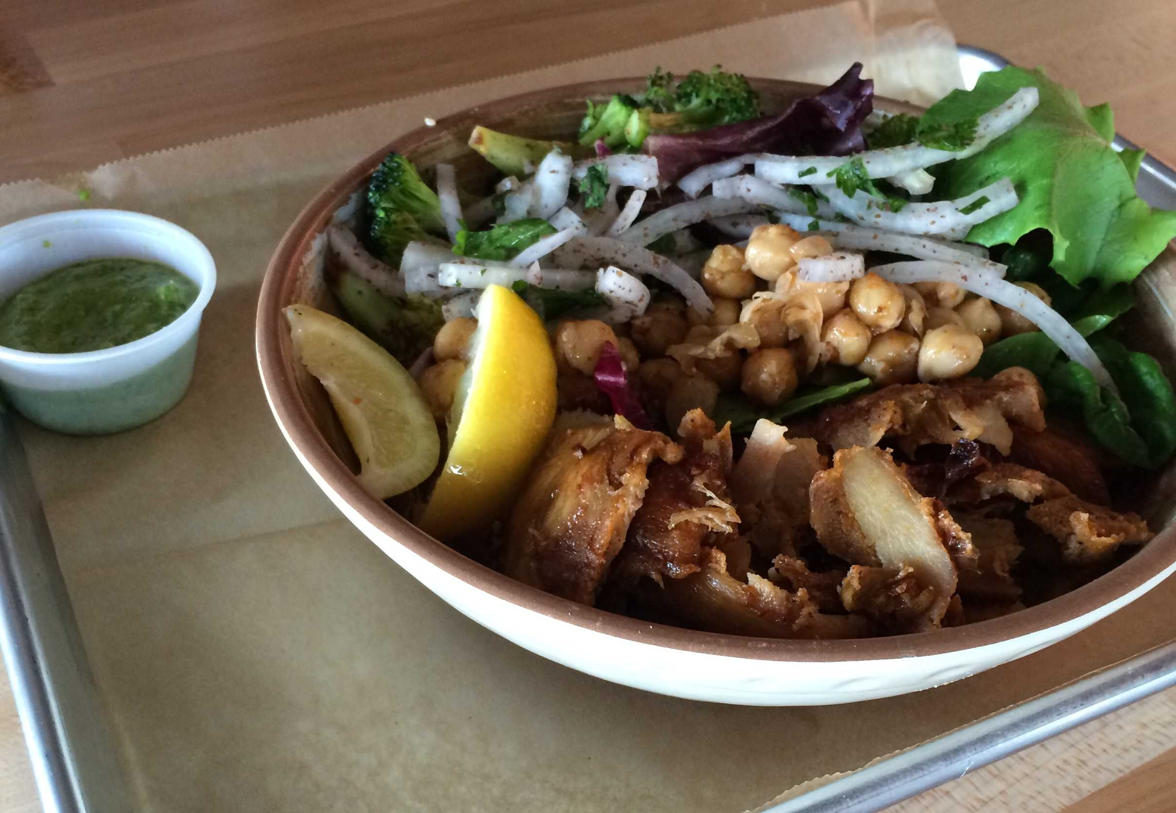The vegetable chicken bowl is a popular item at VERTS. (Erin Eubanks / The Talon News)