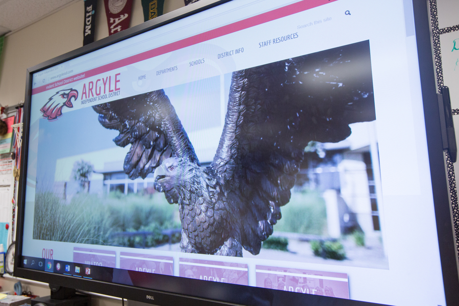 Classes incorporate their lesson plans using the new Dell monitors on Wednesday, Sep. 6 at Argyle High School in Argyle, TX. (Caleb Miles / The Talon News)