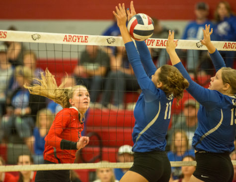 Volleyball Makes Run for Playoffs