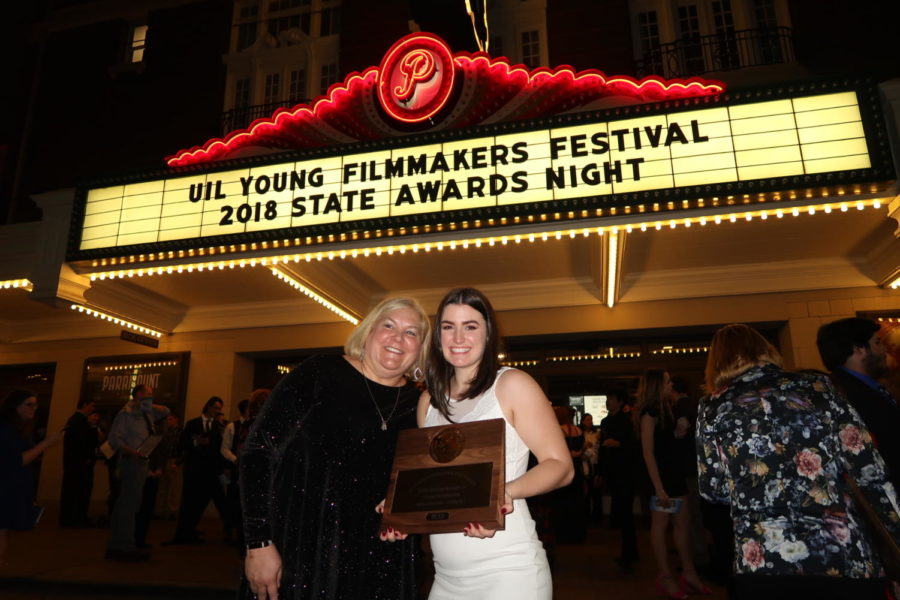 Junior+Lauren+Landrum+holds+up+her+bronze+UIL+state+plaque+at+the+UIL+Young+Filmmakers+Festival+in+Austin%2C+TX+on+Feb.+28%2C+2018.+%28Lauren+Landrum+%2F+The+Talon+News%29