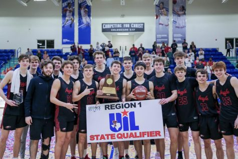 The boys basketball team wins the regional playoff game in Lubbock, Texas and will advance to the state tournament. (Alex Daggett / The Talon News)