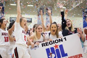 Lady Eagles Advance to State