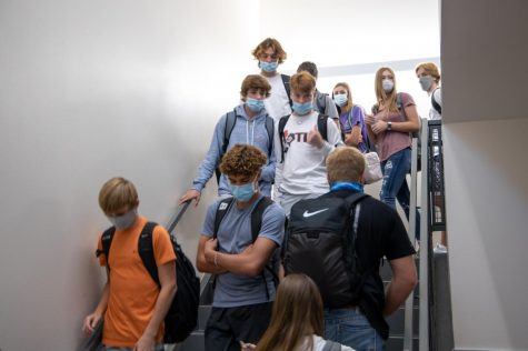 Students wear masks throughout the school day with many wearing them incorrectly. (Nicholas West / The Talon News)