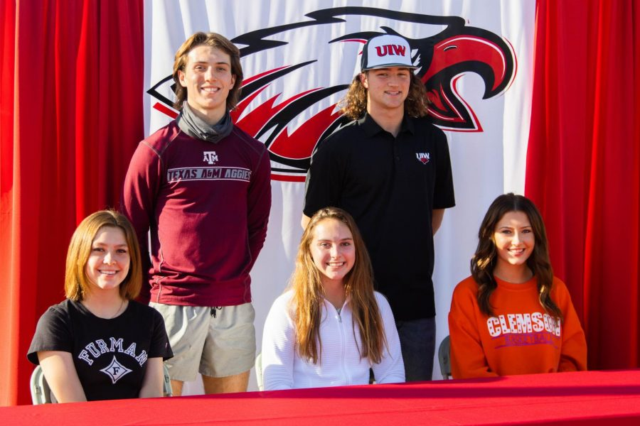 Five+seniors+signed+their+NLI+to+play+collegiate+sports+on+Nov.+11%2C+2020+at+Argyle+High+School+in+Argyle%2C+TX.+%28Sloan+Dial+%2F+The+Talon+News%29