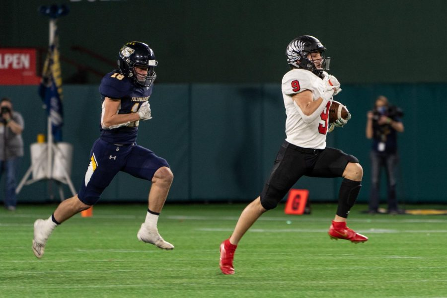 Senior running back Tito Byce runs in for a touchdown. (Nick West / The Talon News)