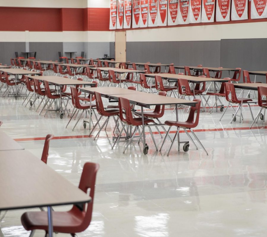 Cafeteria tables that used to be filled now sit empty as the lunch schedules have reduced capacity (Katie Ray / The Talon News).