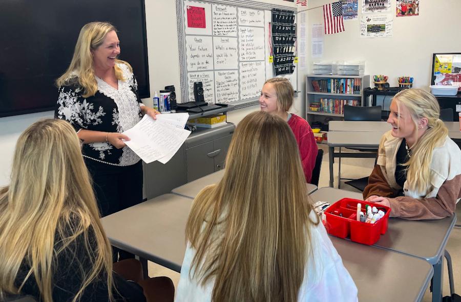 Jeanna Sutton teaches her PALS class during 5th period. (Ashley Henderson | The Talon News).