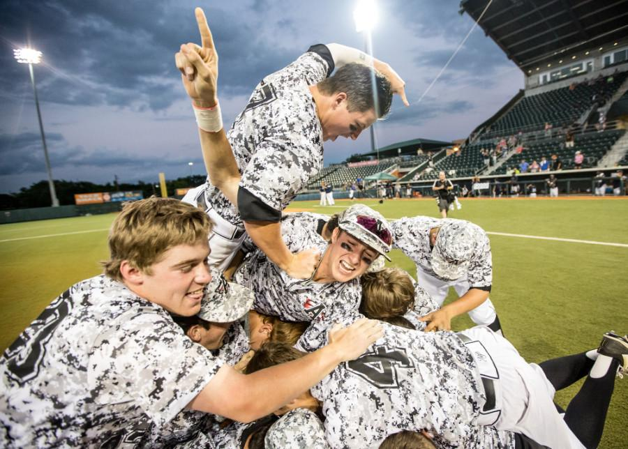 The+Argyle+Eagle+baseball+team+celebrates+their+victory+in+the+UIL+State+Championship+Final+against+West+Orange-Stark+on+June+11%2C+2015+at+the+UFCU+Disch-Falk+Field+in+Austin%2C+Texas.+%28Chris+Piel%2FThe+Talon+News%29