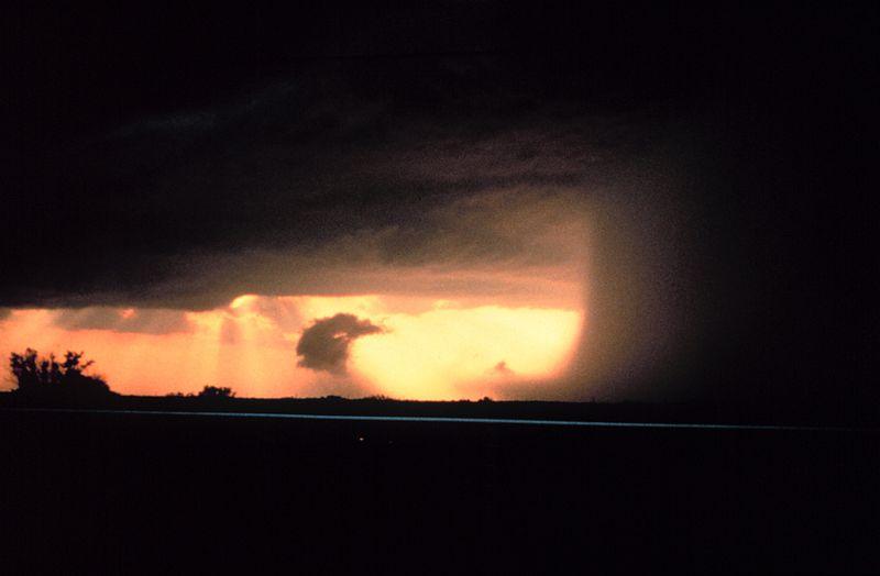 Microburst+Near+Wichita+Falls%2C+Texas.+%28Photo+by%3A+NOAA+under+the+public+domain%29