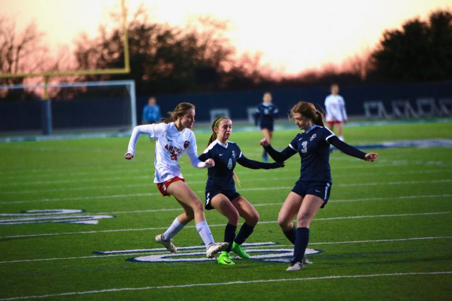 Girls+soccer+beat+Liberty+2-1+in+their+first+scrimmage+of+the+season+on+December+17%2C+2019+at+Liberty+Christian+School+in+Argyle%2C+Texas.+%28Alex+Daggett+%2F+The+Talon+News%29