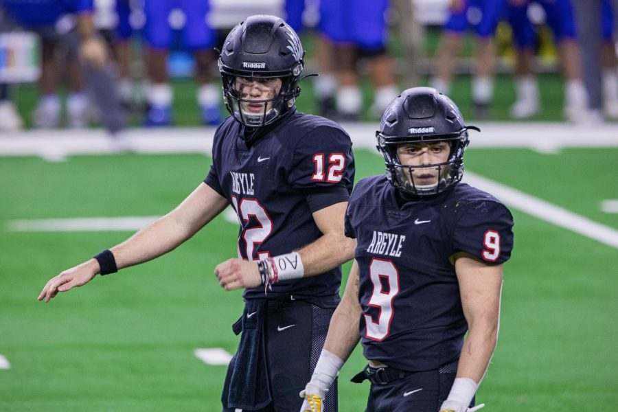Seniors CJ Rogers and Tito Byce prepare for a play to start during the State Championship game against the Lindale Eagles on Dec. 18, 2020. (Katie Ray / The Talon News)