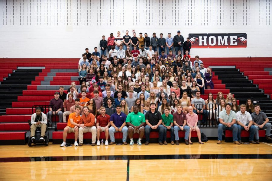 The senior class of 2021 get together prior to graduation. (Stacy Short | The Talon News).